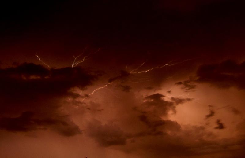 Der Himmel: Immer unter Strom! Quelle: Sash