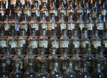 In die Jahre gekommen: Die Idee von homöopathischer Medizin in der Apotheke © Jorge Royan/http://www.royan.com.ar, via Wikimedia Commons